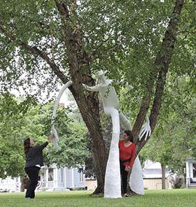 Reedsburg Artslink tree sculpture