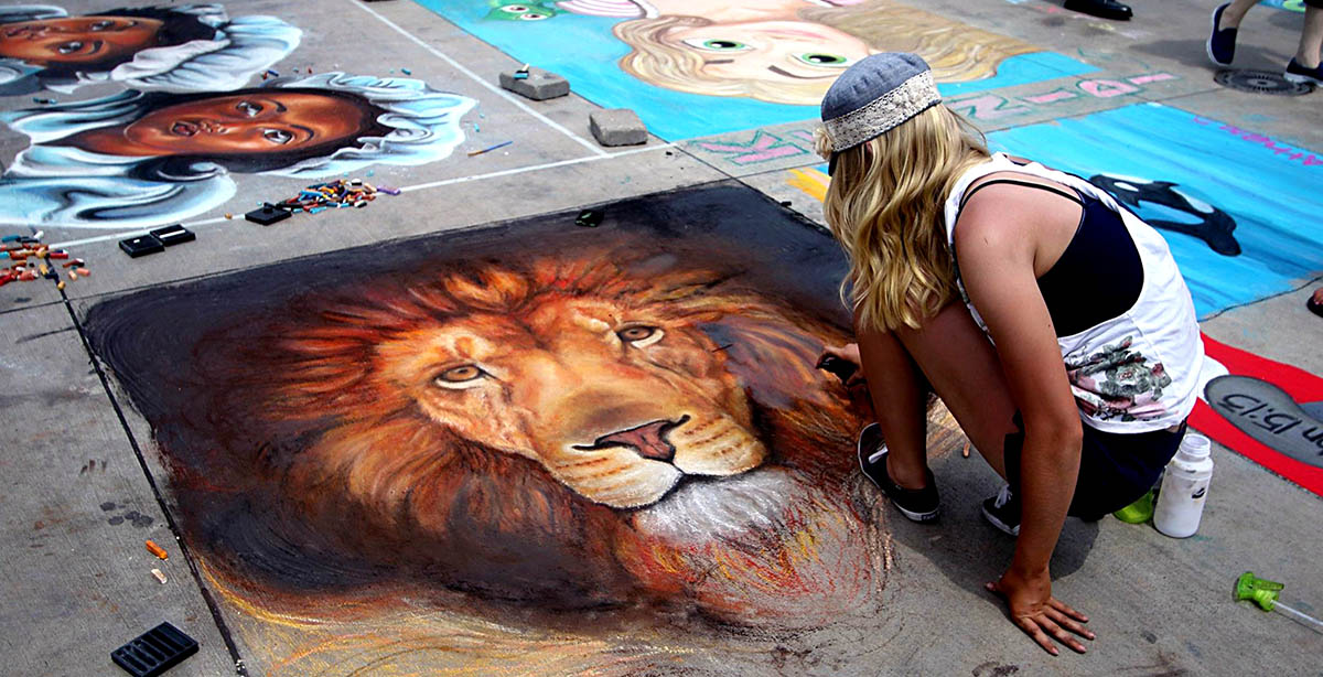 Drawing a lion at Wausau Chalkfest